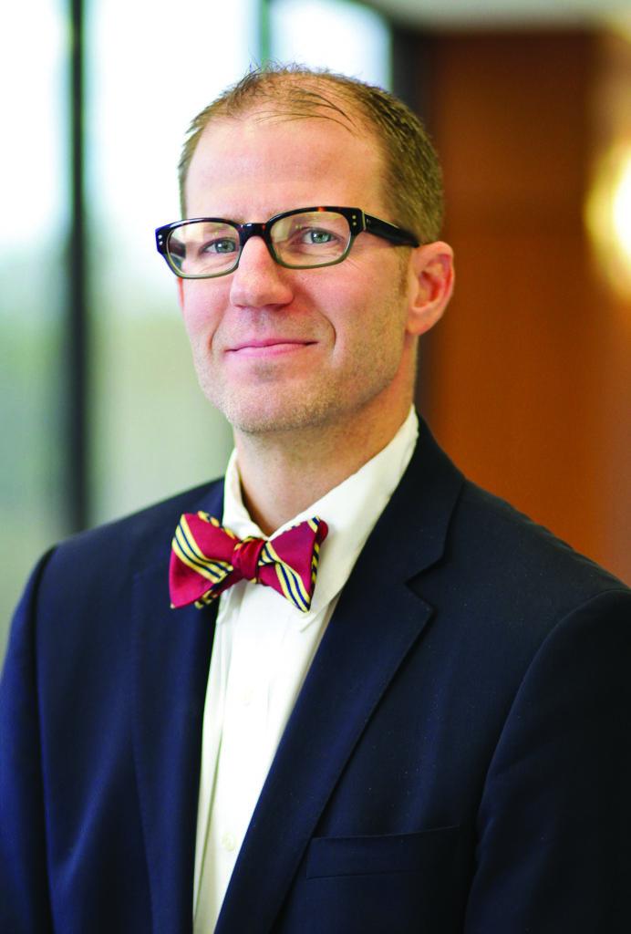 Dr. Troy Duininck uses da Vinci Surgical Robot at Essentia Health in Brainerd, MN